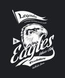 Винтажная американская злющая таможня орла велосипед логотип вектора футболки клуба мотора на темной предпосылке иллюстрация вектора