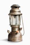 Винтажная лампа фонарика масла керосина на изолированной предпосылке Стоковые Изображения RF