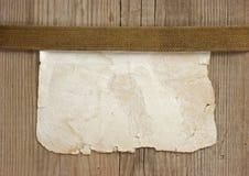 винтажная бумажная страница на деревянных досках стоковые фото