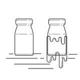 Винтажная бутылка молока стеклянная Стоковое фото RF