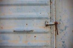 Винтажная дверь или старая дверь с близким положением, старая дверь запертая, не могут пройти повреждение причины двери Стоковое Изображение RF