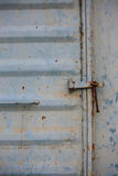Винтажная дверь или старая дверь с близким положением, старая дверь запертая, не могут пройти повреждение причины двери Стоковые Фотографии RF