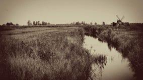 Винтажная ветрянка с потоком, Голландией, Нидерландами стоковое фото rf