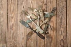 Винтажная вилка на деревянные доски стоковое изображение rf