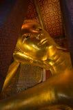 Винтажная возлежа статуя золота Будды wat Таиланда pho bangkok Стоковые Фото