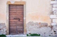 Винтажная дверь в городе шутовства стоковые изображения rf