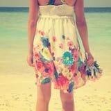 Винтажная девушка на пляже стоковые изображения
