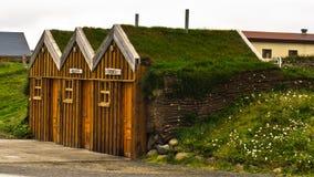 Винтажная деревянная бензоколонка на ферме Modrudalur Стоковые Фотографии RF