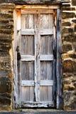 Винтажная деревянная дверь стоковые фотографии rf