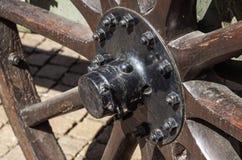 Винтажная деревянная предпосылка колеса, соломы и улицы экипажа Стоковая Фотография RF