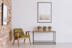 Винтажная живущая комната с креслом стоковая фотография rf