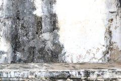 Винтажная или grungy пакостная предпосылка стены белого цемента, текстура Стоковые Изображения