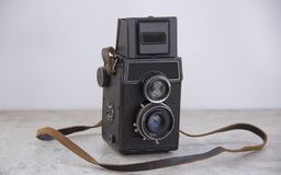 Винтажная камера с ремнем стоковое фото rf