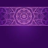Винтажная карточка приглашения на фиолетовой предпосылке с Стоковое Изображение