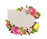 Винтажная карточка свадьбы - цветки и милая птица на бумажной текстуре Рамка акварели для текста даты спасения Стоковые Изображения RF