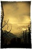 Винтажная карточка с горами Стоковая Фотография RF