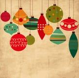 Винтажная карточка с шариками рождества бесплатная иллюстрация