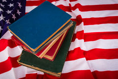 Винтажная книга на американском флаге красивом Стоковые Фотографии RF