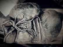 Винтажная кожаная перчатка бокса Стоковая Фотография