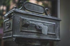 Винтажная коробка столба нержавеющей стали металла стоковые фотографии rf