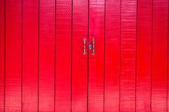 Винтажная красная дверь Стоковое Изображение RF