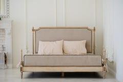 Винтажная кровать стоковое изображение