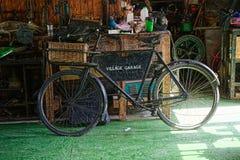 Винтажная мастерская гаража деревни Стоковое Фото