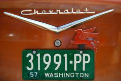Винтажная плита автомобиля с передвижным лошадью масла подогнали красным цветом, который Стоковое фото RF