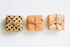 Винтажная подарочная коробка на белой предпосылке Стоковое Фото