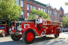Винтажная пожарная машина в параде Стоковое Изображение RF