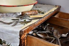 Винтажная посуда и столовый прибор стоковая фотография
