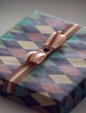 Винтажная подарочная коробка Christmass Крупный план обернутых wi подарочной коробки Xmas Стоковые Фото
