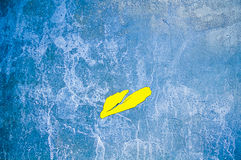 Винтажная предпосылка медного штейна с желтым пятном стоковое изображение rf