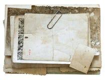 Винтажная предпосылка при старые бумага, письма и фото изолированная на белизне Стоковые Фото