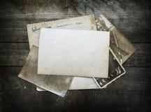 Винтажная предпосылка с старой бумагой и письма на древесине Стоковые Фотографии RF