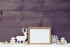 Винтажная рождественская открытка на снеге с космосом экземпляра Стоковые Изображения RF