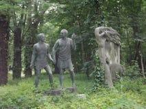 Винтажная скульптура в кладбище Будапешта, Венгрии стоковые фотографии rf