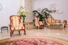 Винтажная софа и кресло Стоковые Фотографии RF