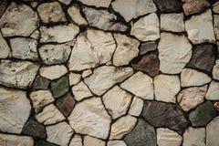 Винтажная стена булыжника природы в дезорганизованном patt расположения стоковое фото