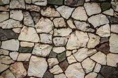 Винтажная стена булыжника природы в дезорганизованном patt расположения стоковое изображение