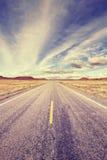 Винтажная стилизованная бесконечная дорога, США Стоковые Фото