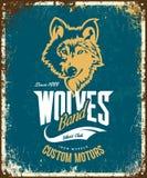 Винтажная таможня волка едет на автомобиле логотип вектора футболки клуба на голубой предпосылке иллюстрация вектора