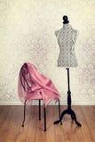Винтажная ткань пинка формы платья стоковые изображения