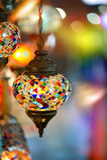 Винтажная турецкая лампа снятая против предпосылки Bokeh Стоковое Изображение RF