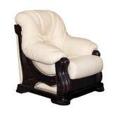 Винтажное бежевое кожаное изолированное кресло стоковая фотография