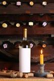 Винтажное белое вино в погребе Стоковая Фотография