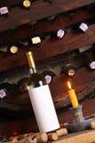 Винтажное белое вино в погребе Стоковые Изображения