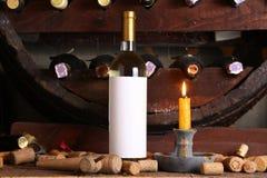 Винтажное белое вино в погребе Стоковое Изображение RF