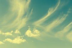 Винтажное влияние на wispy облаках Стоковые Фотографии RF