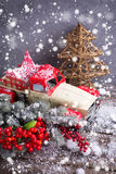 Винтажное декоративное дерево меха автомобиля, ягод и ветвей на постаретый Стоковая Фотография RF